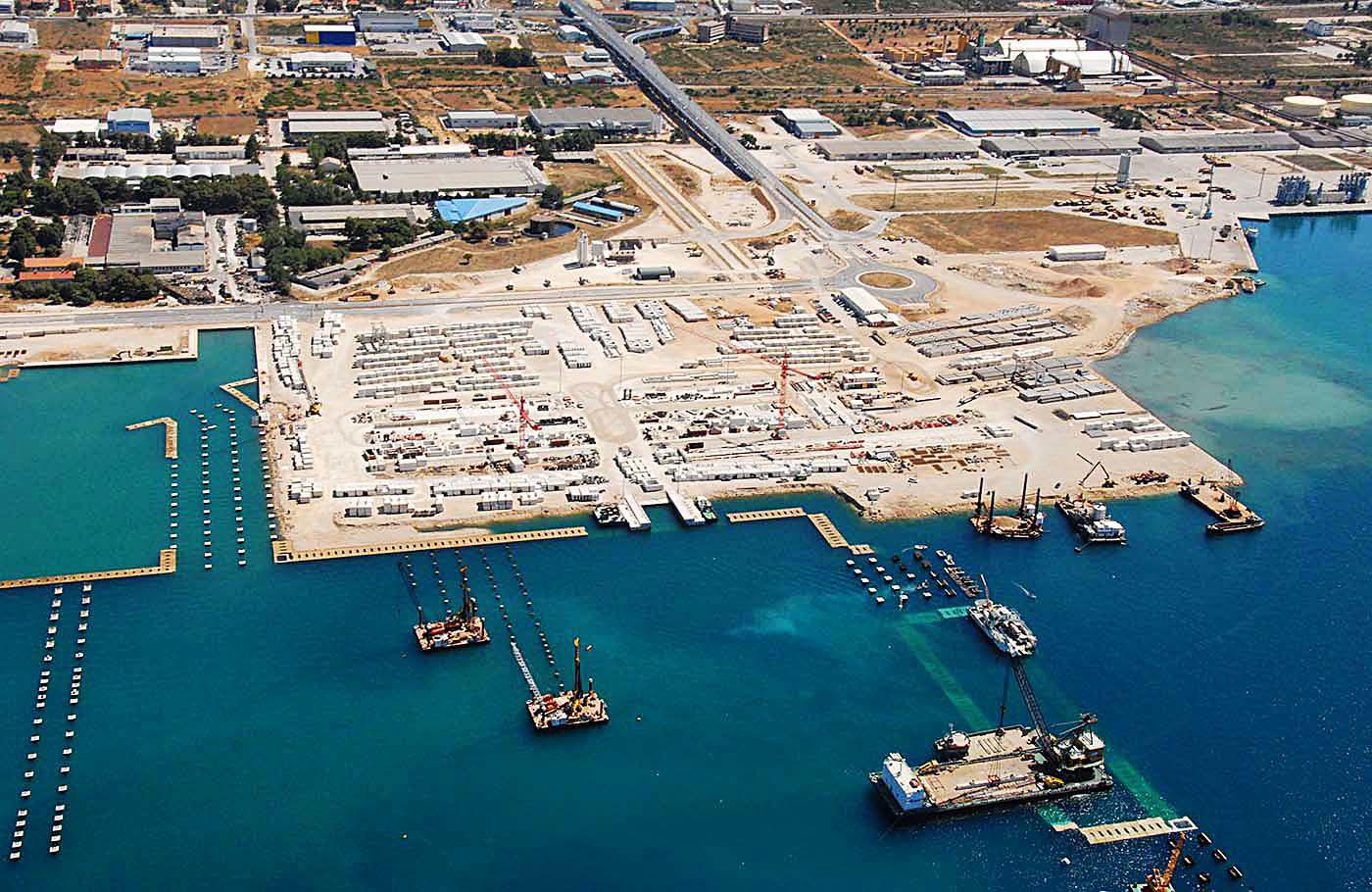 Pilotové založení přístavních mol pro trajektový terminál Gaženica v Zadaru